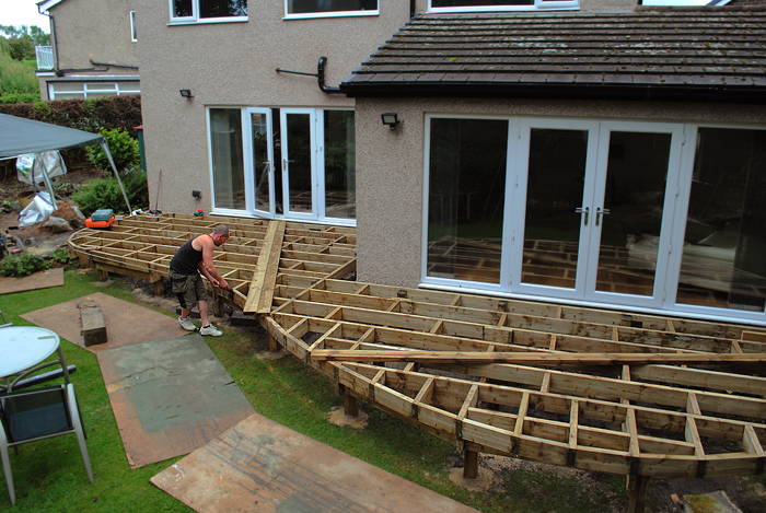 Contemporary hardwood decking project in thackley west for Garden decking framework